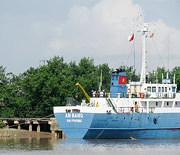 Đi thuyền ra đảo Cát Bà