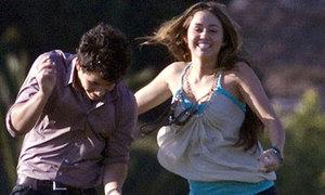 Miley bị đồn quay lại với Nick Jonas