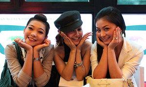 Diệu Hương xì-tin cùng MC Việt Nga