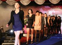 Màn tuyển vợ trên catwalk của đại gia Trung Quốc