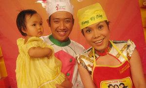 Việt Hương đưa con đi thi nấu ăn