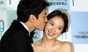 Cặp đôi 'Smile, you' hạnh phúc ngày cưới