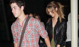 Nick Jonas có bạn gái mới hơn 8 tuổi