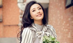 Nhan sắc 'quên tuổi' của Tần Lam