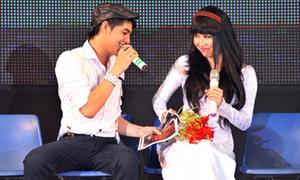 Lê Khánh tiếp tục trổ tài ca hát