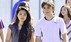 Con trai Michael Jackson hẹn hò bạn gái