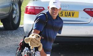Tevez gặp xui ở sân golf