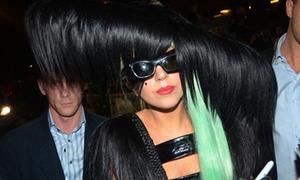 Chiếc váy tóc khủng khiếp của Lady Gaga