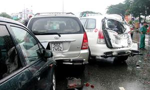 Xe ben tông 6 ôtô, 3 người bị thương