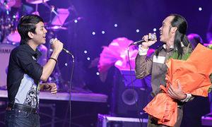 Hoài Linh lần đầu hát với con trai