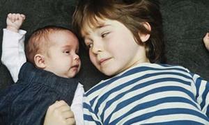 Cặp song sinh cách nhau 5 năm
