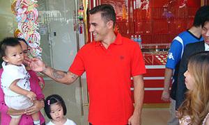 Cannavaro thân thiện ở Campuchia