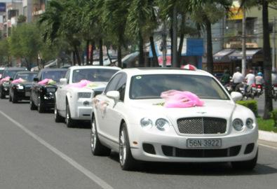 Hơn 10 siêu xe rước cô dâu Quỳnh Chi ở Cần Thơ