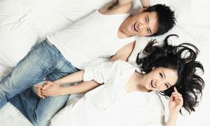 Đổng Tuyền sexy bên chồng