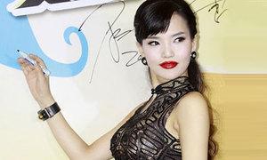Diễn viên Hoa ngữ diện xường xám 'xuyên thấu'