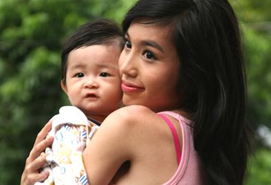 Elly Trần làm mẹ trên phim
