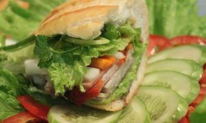 Thưởng thức bánh mì thương hiệu Việt