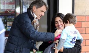 HLV Mancini lịch lãm và thân thiện