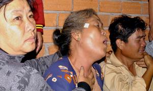 Trắng đêm chờ xác 7 nạn nhân của 'xe điên'