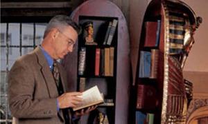 Tủ sách xác ướp hàng 'độc'