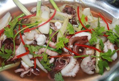 Thơm lừng hương biển với món bạch tuộc hấp