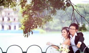 Ảnh cưới đẹp bên bờ hồ Gươm