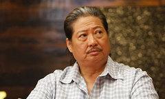Hồng Kim Bảo tức giận vì bị gán mác 'trâu già gặm cỏ non'