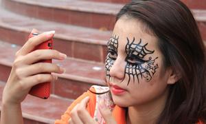 Những 'cô ma xinh đẹp' đi chơi Halloween