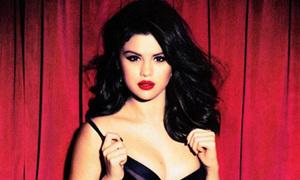 Selena Gomez ngày càng quyến rũ