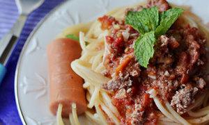 Lạ mắt với mỳ Italy xuyên xúc xích