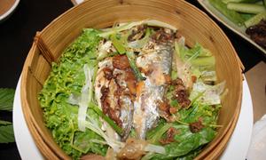 Đổi vị với cá biển hấp cuốn bánh tráng