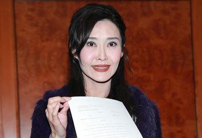 Diệp Ngọc Khanh họp báo vì tin đồn chồng vỡ nợ