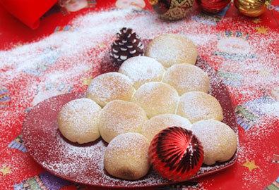 Bánh mỳ hình cây thông nhân custard