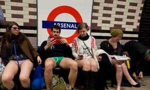 'Ngày không mặc quần' của giới trẻ