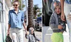 Mẹ con Miranda Kerr phong cách đi dạo phố