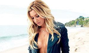 Ashley Tisdale thả ngực trần sexy