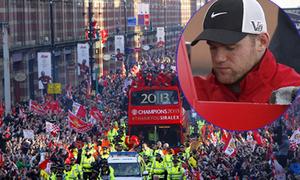 Rooney ủ rũ trong ngày mừng công của MU