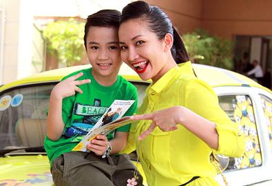 Kim Hiền hạnh phúc bên con trai
