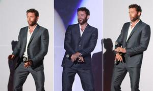 Hugh Jackman nhảy nhót chiều lòng fan Hàn