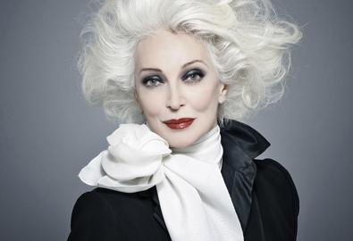 Siêu mẫu 82 tuổi xinh đẹp bất hủ của làng mẫu