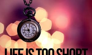 Đừng khóc than bởi đời người rất ngắn