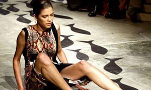 10 tai nạn catwalk kinh điển trên sàn diễn