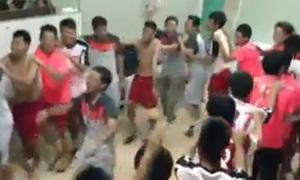 U19 Việt Nam nhảy múa trong phòng thay đồ