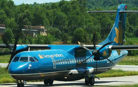 Dỡ 4 hàng ghế máy bay ATR 72 để chở thi hài Đại tướng