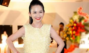Kim Hiền mặc váy bao cao su catwalk