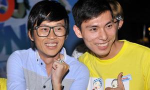 Hoài Linh đọ vẻ xì tin với fan trẻ