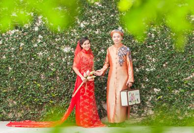 Hạnh phúc vì được chồng chọn áo cưới