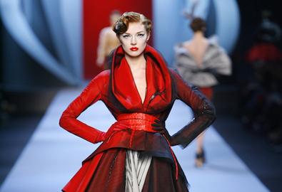 Nhà mốt kỳ công may đồ Haute Couture