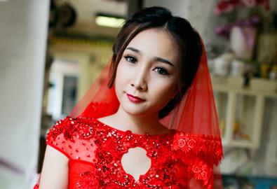 Áo dài cưới cách tân kết hợp khăn voan