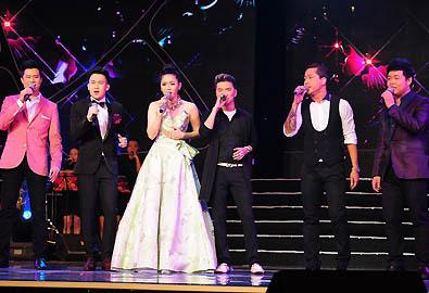 Lệ Quyên hát với 5 người tình